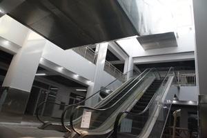 唐山市启新1889创意文化产业园两部室内扶梯.JPG